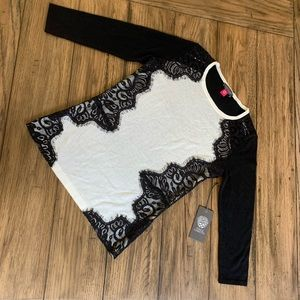 NWT Vince Camuto sweater in ivory/black with lace
